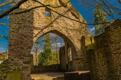 Die Ruine der Sylvesterkapelle im Sonnenlicht