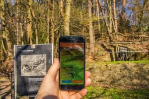 Die App von Hike & Seek auf einem Iphone - Bergbauwanderweg im Muttental