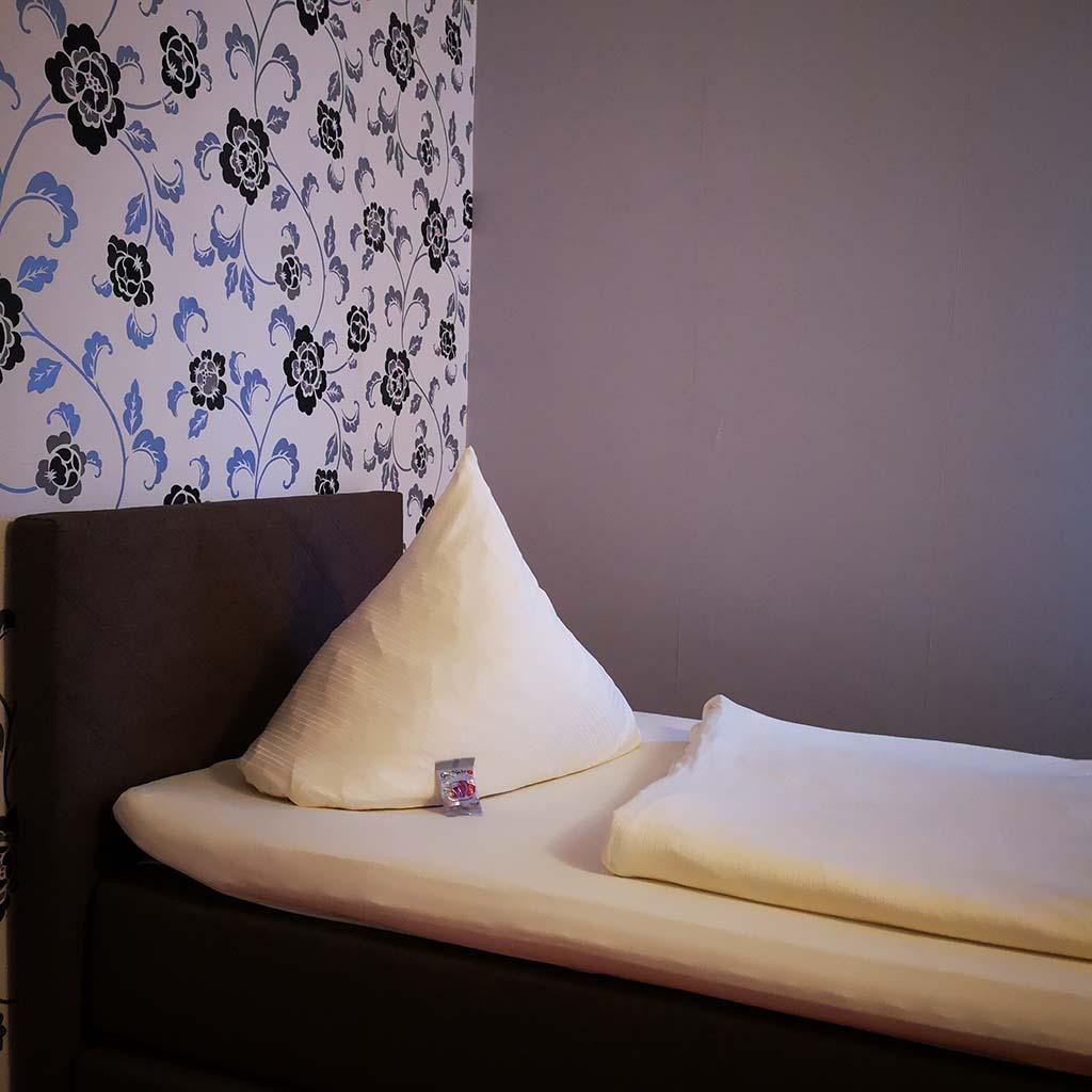 Mein Bett im Hotel Schütt