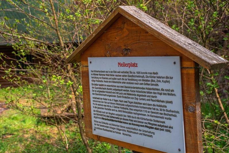 Hinweisschild zum MEilerplatz - Eifelsteig zwischen Monschau und Einruhr