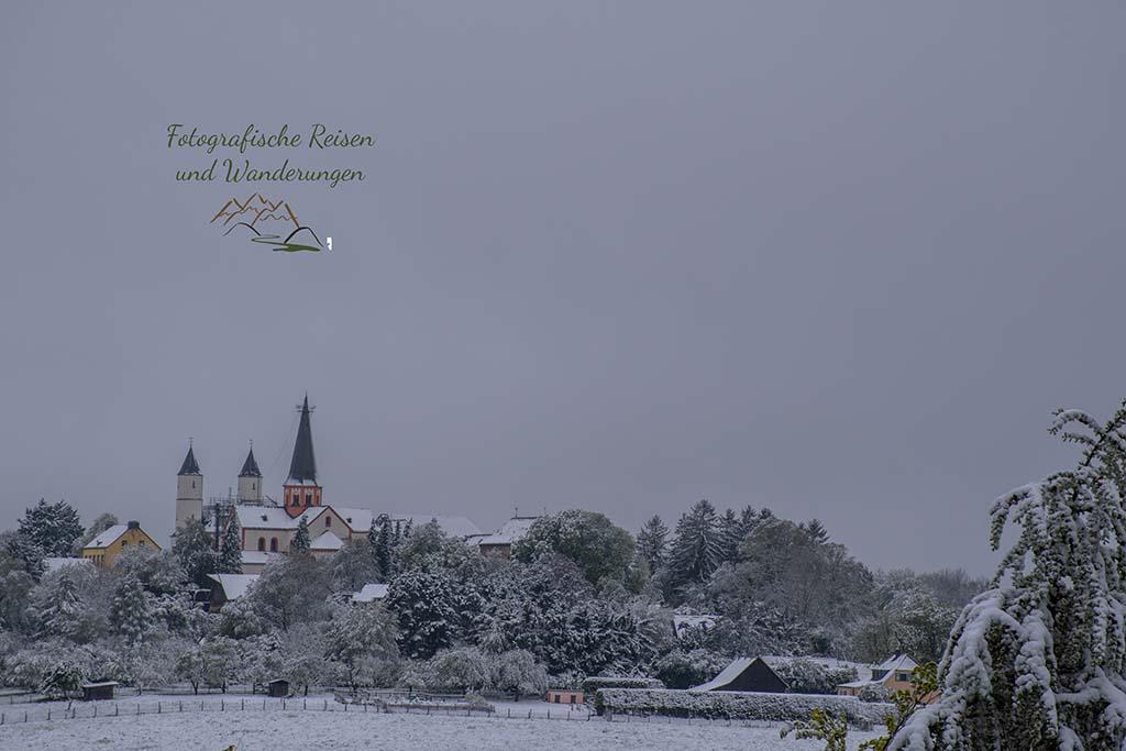Kloster Steinfeld im Hintergrund