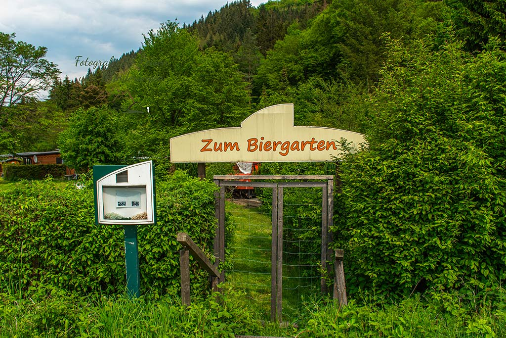 Biergarten am Campingplatz - Abenteuer Wanderung im Sahrbachtal