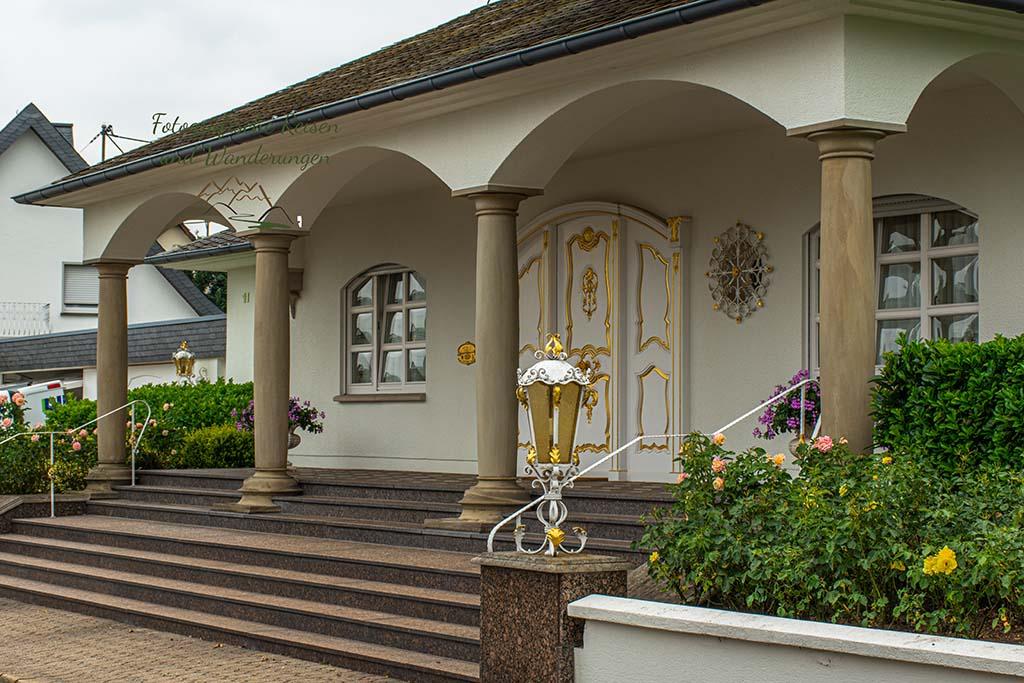 Haus mit vergoldeten Schmuckwerk