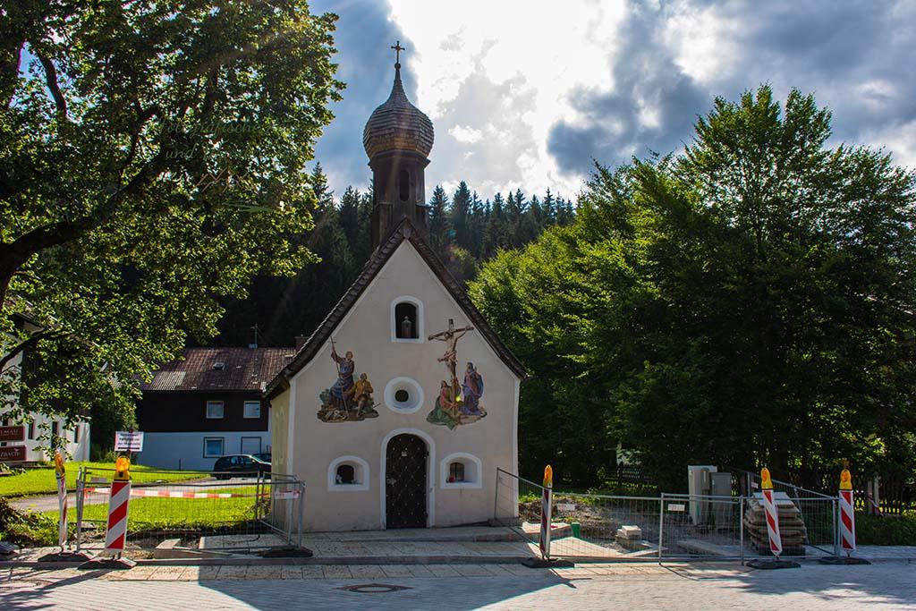 Kapelle in Klais-Um die Zugspitze