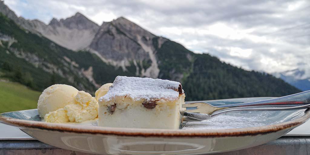 Topfenstrudel - Pause vom Zugspitze wandern