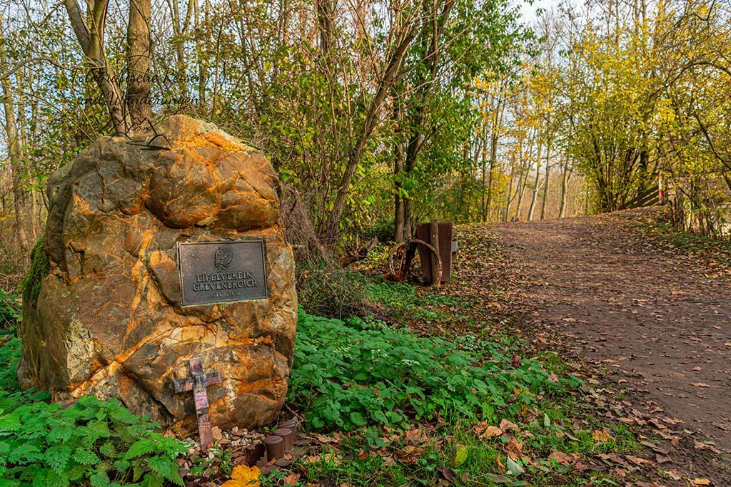 Ein Stein mit Gravur des Eifelverein Grevenbroich