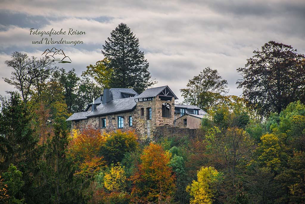 Burgruine Kempenich_ Herbst im Wanderparadies bei Kempenich