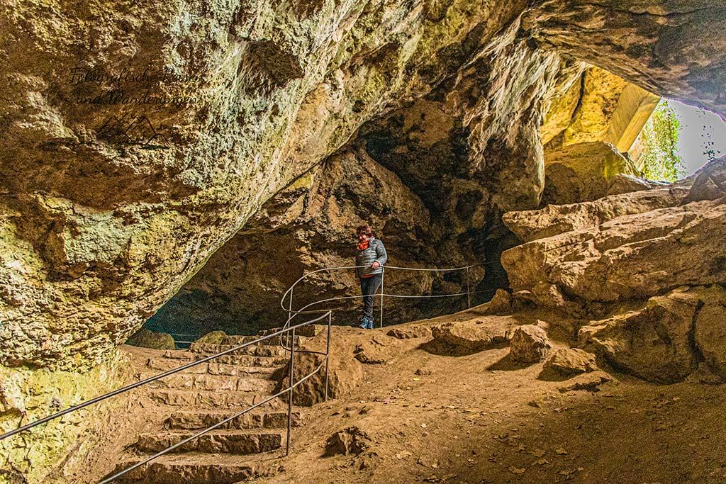Conny in der Kakushöhle