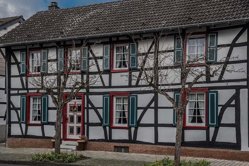 Kommern und das Fachwerk - EifelSchleifen und Hochwildpark Rheinland