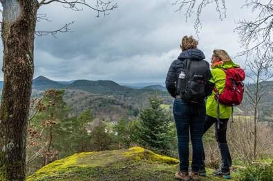Wanderungen für die Seele Pfalz-Blick auf Burg Bergwartstein