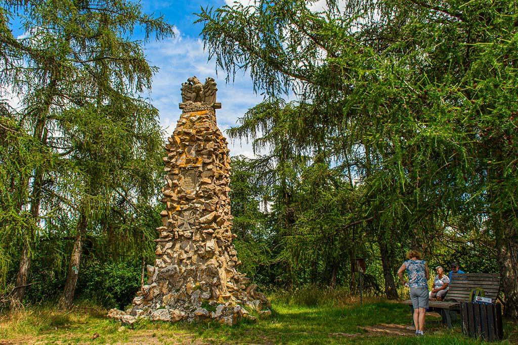 Auf dem Mühlberg steht das Adlerdenkmal