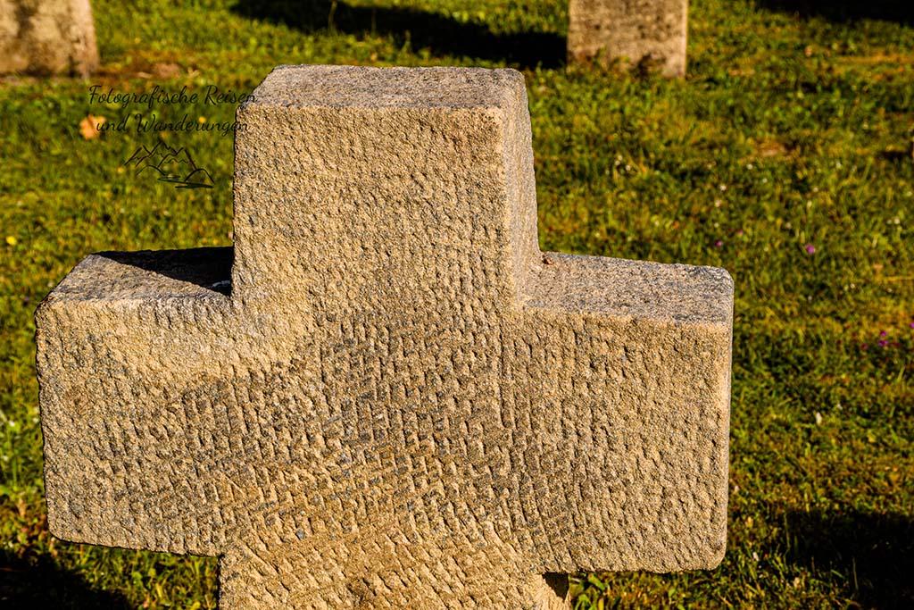 Kreuz auf dem Ehrenfriedhof Hinzert