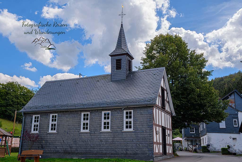 Dorfgemeinschaftshaus (alte Kapellenschule) - Jung-Stilling-Rundweg