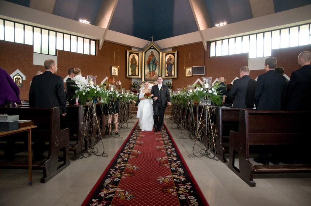 Wyjście Pary Młodej z kościoła po Ślubie.