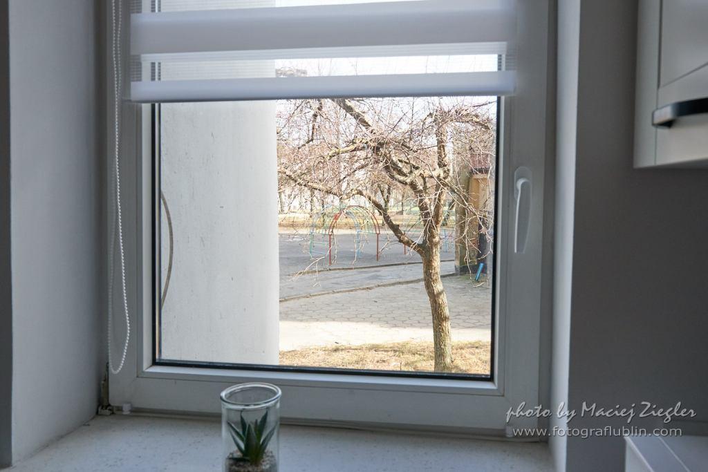 Fotografia wnętrz ale tym razem widok z okna kuchni