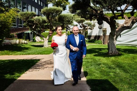 Llegada de la novia a la ceremonia en Zona Chic de Castejón