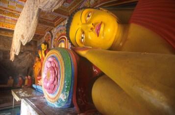 Sri Lanka, Anuradhapura, templo Isurumuniya, Buda Durmiendo, escultura