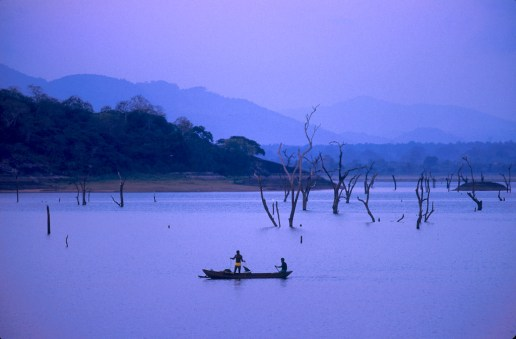 Sri Lanka, Polonnaruwa, embalse, pescadores
