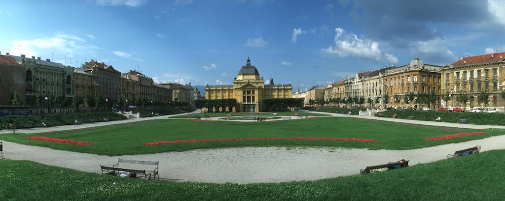 Croacia, Zagreb, plaza de Tomislav, Pabellon de Arte