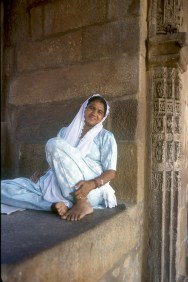 India, Delhi, Qutab Minar, una mirada amable, retrato