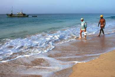 Cabo Verde, Isla de Sal. Buscando tesoros que trae el mar