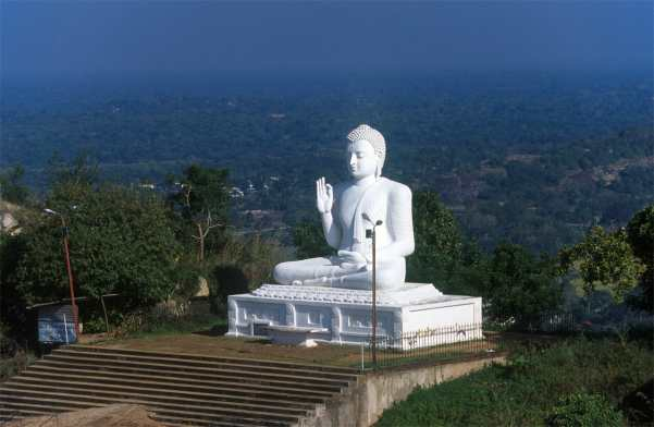 Sri Lanka, Mihntale, Buda Sentado, Roca del Templo