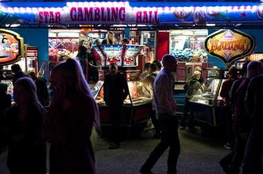 Game over! Når spillet er slut, er der kun én vinder, og det er ikke gambleren. Så er det jo godt, at vi sørger for at lære børnene gambling allerede tidligt i livet... Omrejsende tivoli til festuge i Randers.
