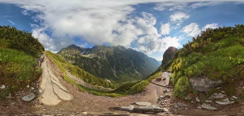 Widok na dolinę Roztoki spod Niżniej Kopy