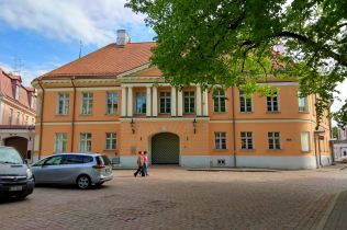 Budynek obok Katedry