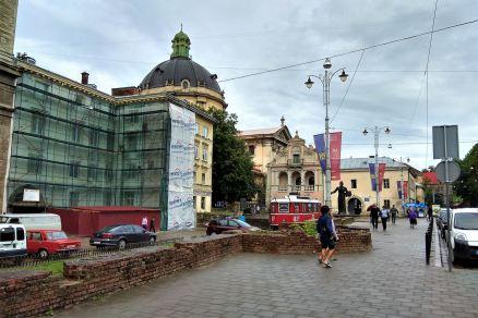 Plac przy pozostałościach fortyfikacji