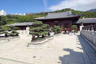 schody i przejście między ogrodem i Świątynią