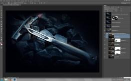 """Hammer, aufgenommen mit einer Taschenlampe -- mehrere Bilder werden hier zu einem Composite zusammengebaut. Die einzelnen Ebenen stehen hierfür auf der Füllmethode """"Hellere Farbe""""."""