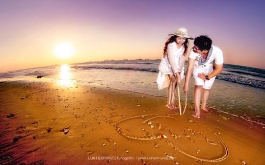 PRewedding pantai sunset romantis