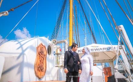 foto prewedding di kapal KRI Dewaruci siang hari