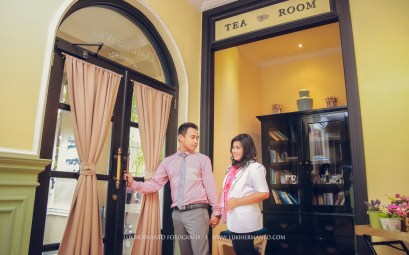 foto prewedding di cafe surabaya indoor