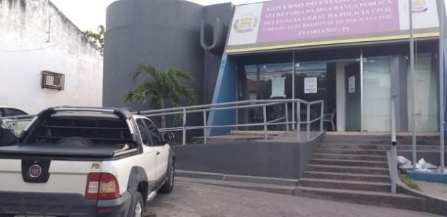 Juiz manda soltar o próprio filho preso por embriaguez ao volante na Delegacia Civil de Floriano — Foto: Aparecida Santana/TV Clube
