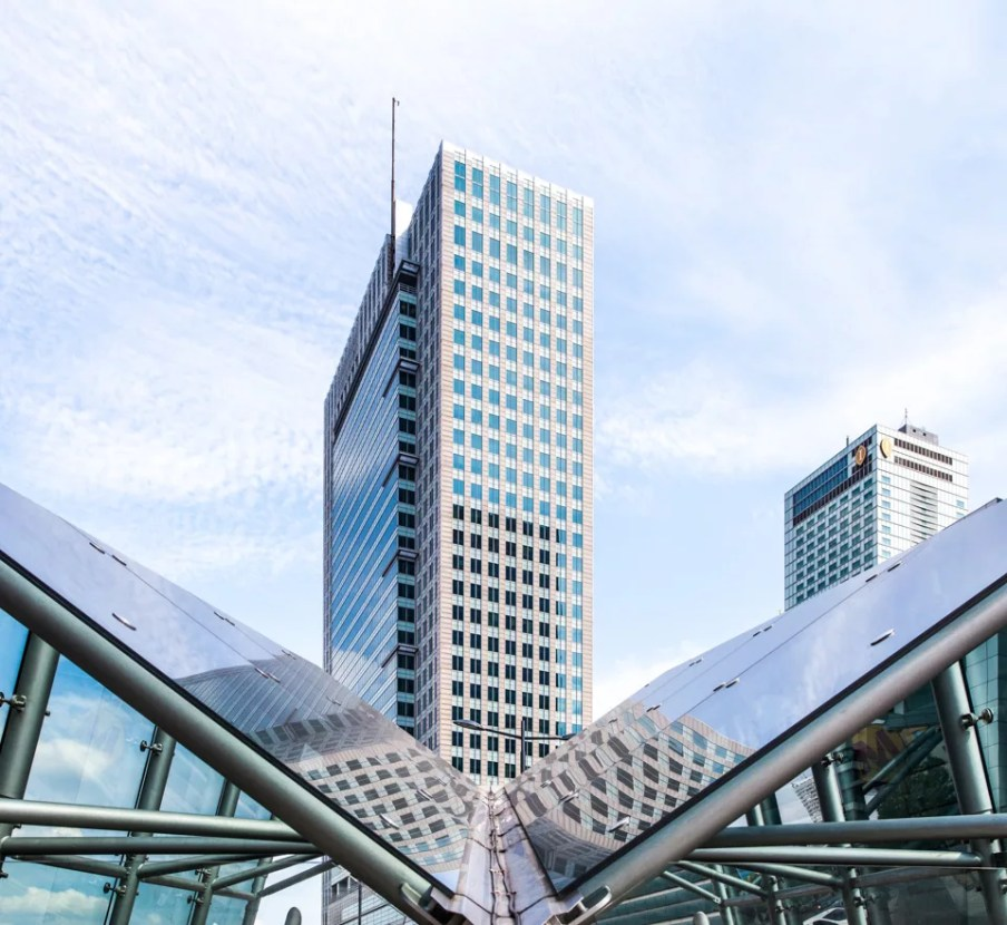 #warsaw #warszawa #poland #metro #skyscraper #city #skyscrapercity #architecture #vertical #travelgram #instatravel #wetraveltheworld #lovewarsaw