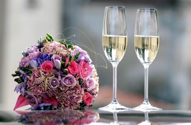 Sfumature di colore che vanno da viola al rosa fuxia #bouquetmulticolori #festa  #fotografodimatrimoni