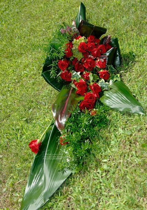 Le rose di colore rosso, segno di grande amore . #roserosse #composizionifloreali  #bouquetrose