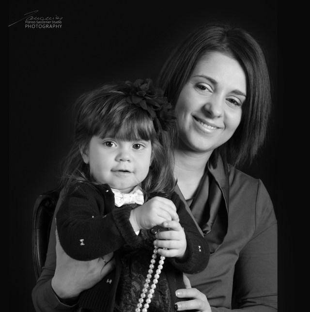 Silvana con la collana e mamma Paola