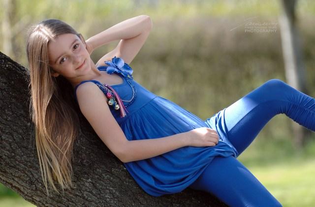 Sofia, con un bellissimo abito azzurro