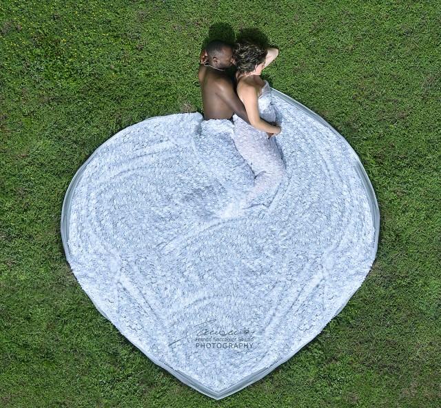 Un grande cuore pieno d'amore. Fotografia di gravidanza al castello di Agliè #castelloducale #gravidanza #castellodiagliè