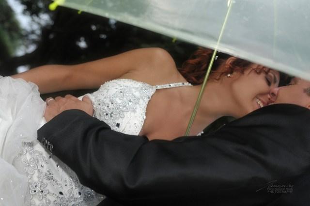 """Anche per un acquazzone improvviso conviene avere un piano """"B"""" pronto #matrimonioconlapioggia"""