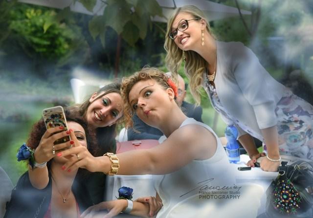 Fotografo Matrimoni. Momento social per le amiche della sposa. Il selfie, la nostra passione segreta... #addioalnubilato #fotografomatrimoni #weddingplanner