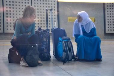 Madre e hija separadas por la cultura