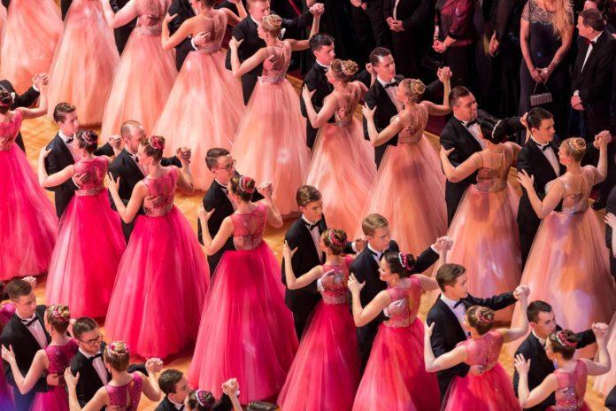 #SemperOpernball,Dresden,Mädchen,Frau,Model,Debütantinnenkleid,Schönheit,