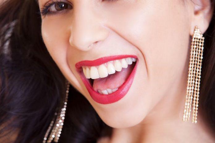 Bleaching,Schönheit,Schön,Zähne,Weiße Zähne,Model,Fotoshooting,Lächeln,Kokosöl