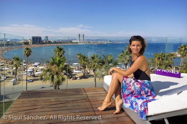barcelona-chica-vista-hotel-playa