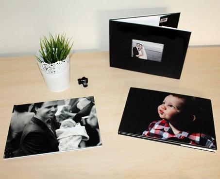 Foto de recuerdos sobre la mesa - Imprimir fotos