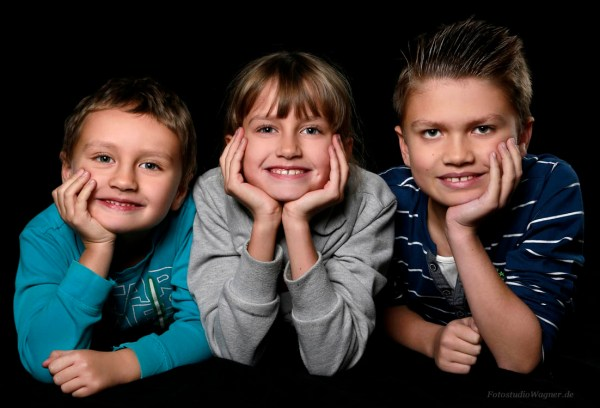 Gruppenfotos mit Kindern im Fotostudio München: schöne Kinderportraits